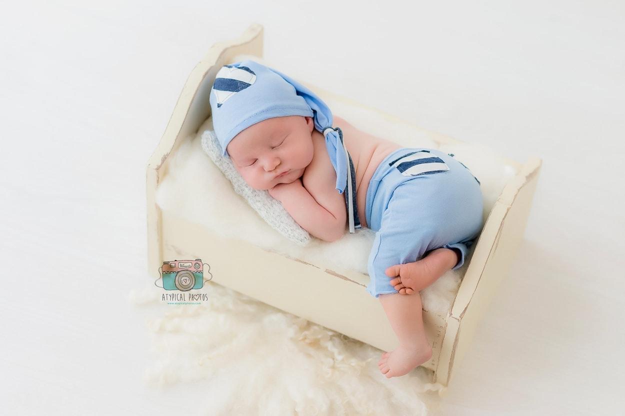 fotografos newborn en estudio con luz natural en sant boi de llobregat y barcelona